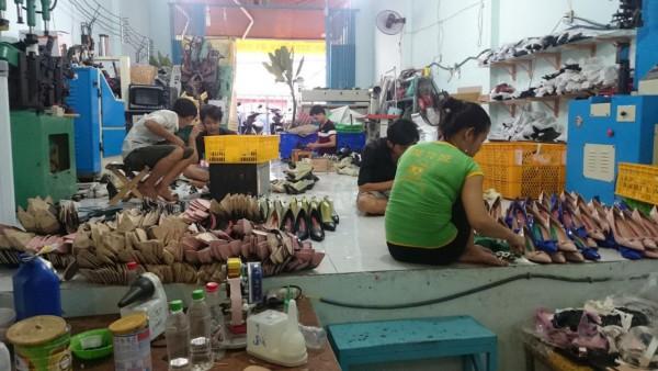 Giày thể thao giá sỉ - xưởng sản xuất việt nam